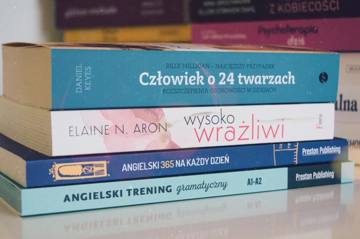 książki człowiek o24 twarzach, wysoko wrażliwi, angielski 365, angielski trening gramatyczny